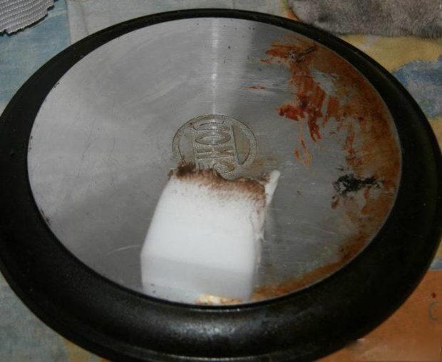 Меламінова губка як спосіб очистки сковорідки