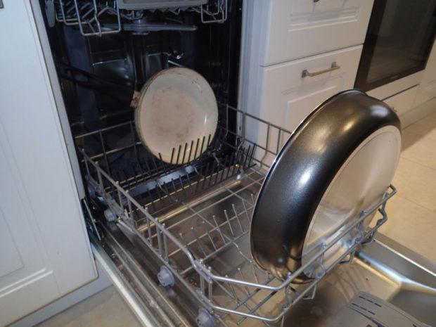 Як відмити сковорідку в посудомийній машині