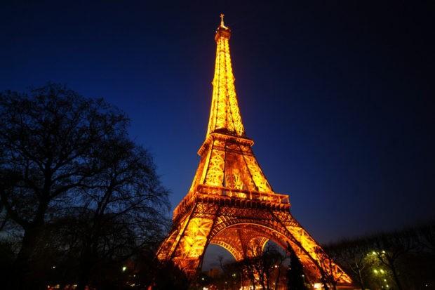 Ейфелева вежа вночі