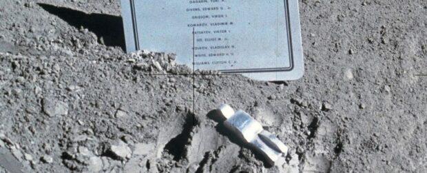 Місяць супутник Землі цікаві факти